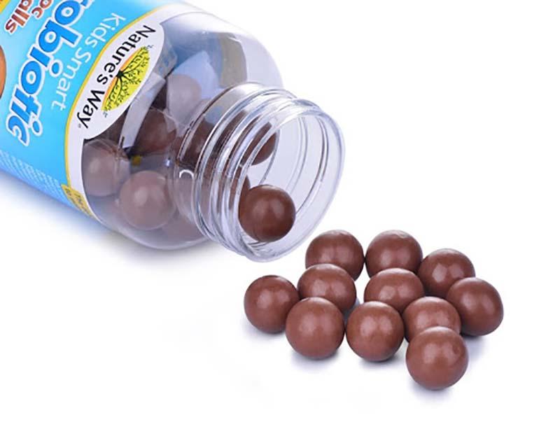 Viên nhai Nature's Way Kids Smart Probiotic Chocolate Balls có hương vị socola rất dễ sử dụng