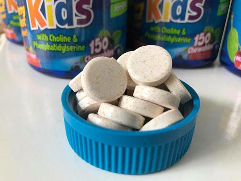Phụ huynh nên bảo quản kẹo nơi thoáng mát, tránh ẩm mốc
