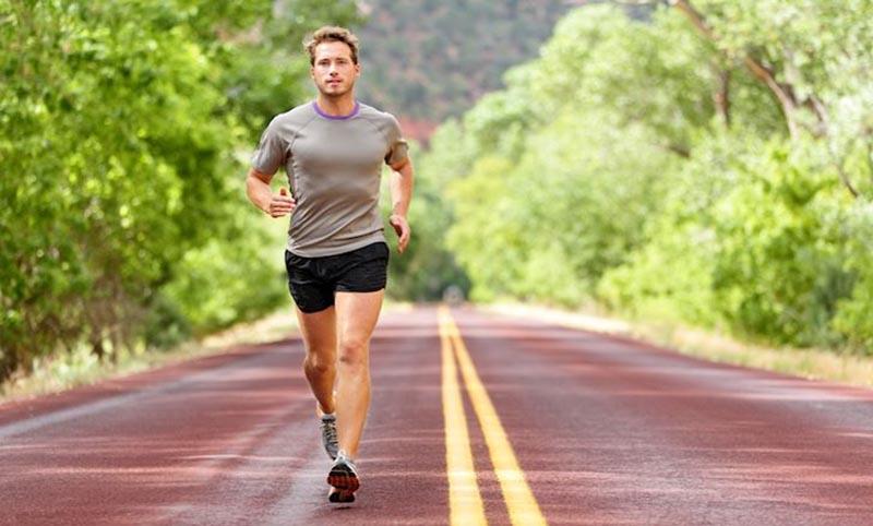 Đi bộ nhanh giúp cải thiện sức khỏe tim mạch và khả năng sinh lý