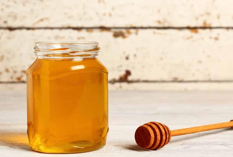 Mật ong là nguyên liệu tự nhiên giúp dưỡng ẩm da rất an toàn