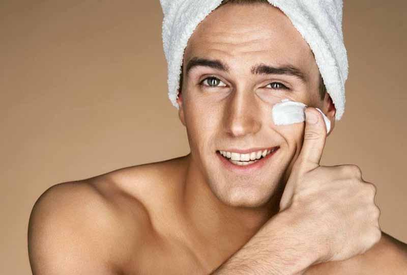 Chăm sóc da mặt không hề làm mất đi sự nam tính của nam giới