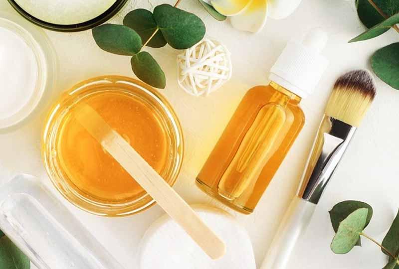Với làn da nhạy cảm bạn nên sử dụng các sản phẩm có chiết xuất thiên nhiên lành tính