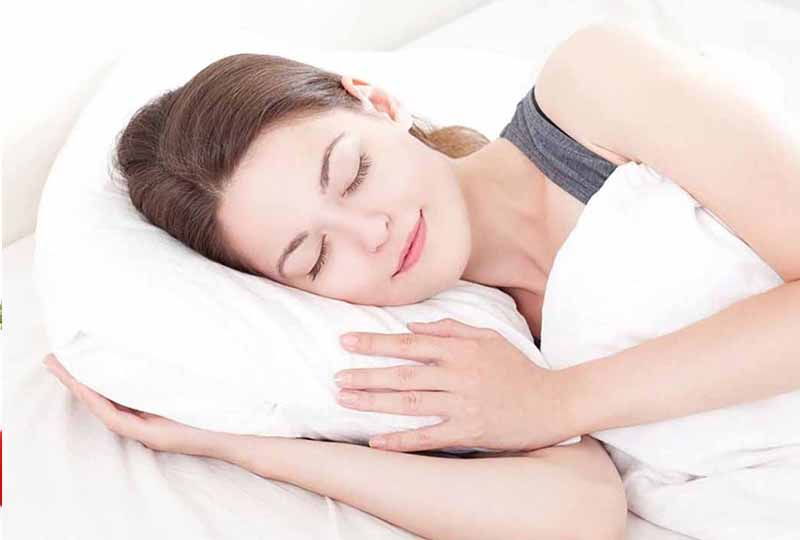 Ngủ đủ giấc mỗi ngày cũng là cách bạn chăm sóc làn da của mình đẹp hơn