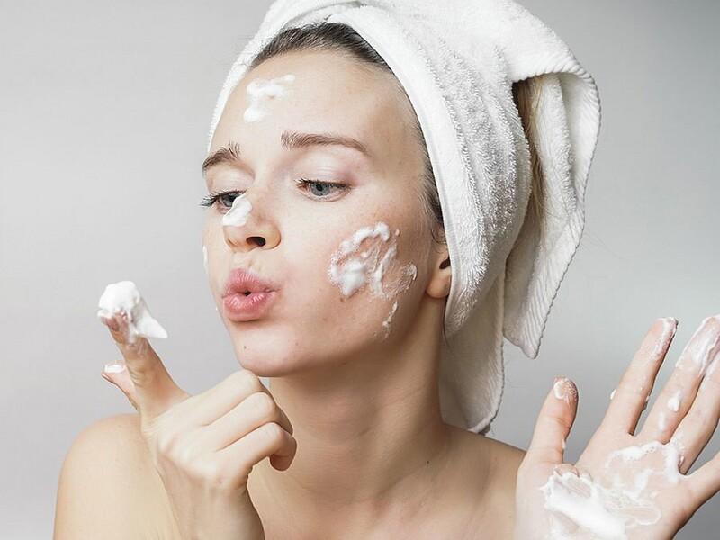 Việc chăm sóc da mặt giúp ngăn ngừa tình trạng da bị lão hóa