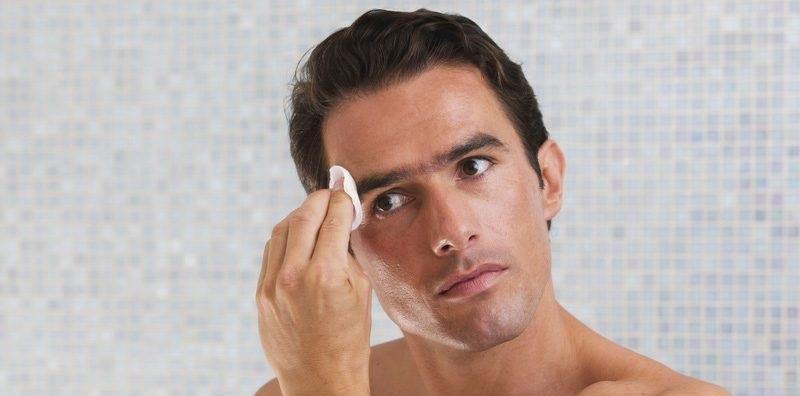 Tẩy tế bào chết giúp nam giới loại bỏ lớp da chết và bụi bẩn sâu trong da