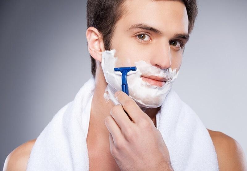 Chú ý tới các kỹ thuật cạo, tỉa râu để tránh ảnh hưởng tới làn da mặt