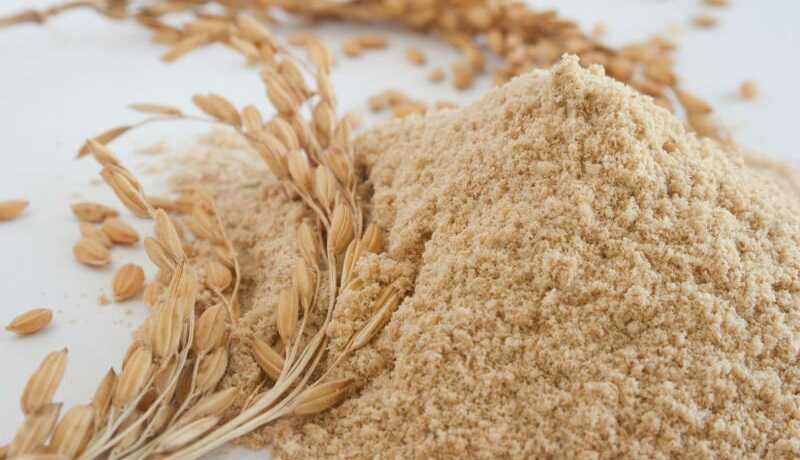 Cám gạo với nhiều dưỡng chất sẽ giúp giảm lượng dầu nhờn và sắc tố melanin