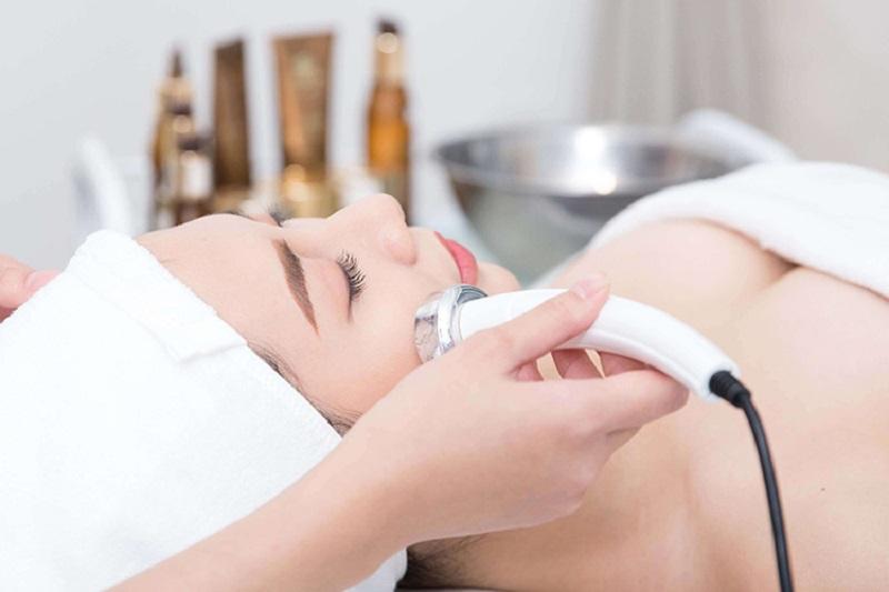 Các spa hiện nay đều sử dụng công nghệ sóng siêu âm để làm đẹp da