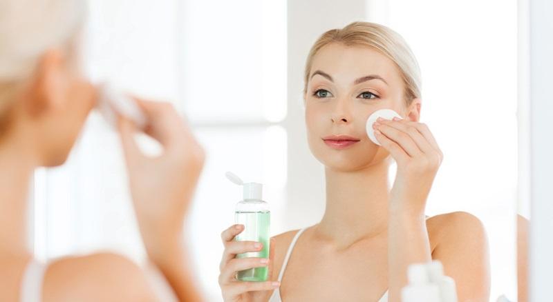 Làm sạch da là bước chăm sóc da mùa hè quan trọng nhất
