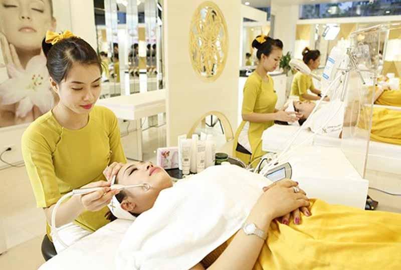 Bạn có thể lựa chọn chuyên viên riêng theo suốt quá trình chăm sóc da mụn tại spa