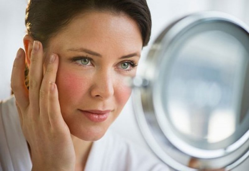 Khi bước sang tuổi 40, chị em đã có thể thấy rõ dấu hiệu lão hóa trên gương mặt