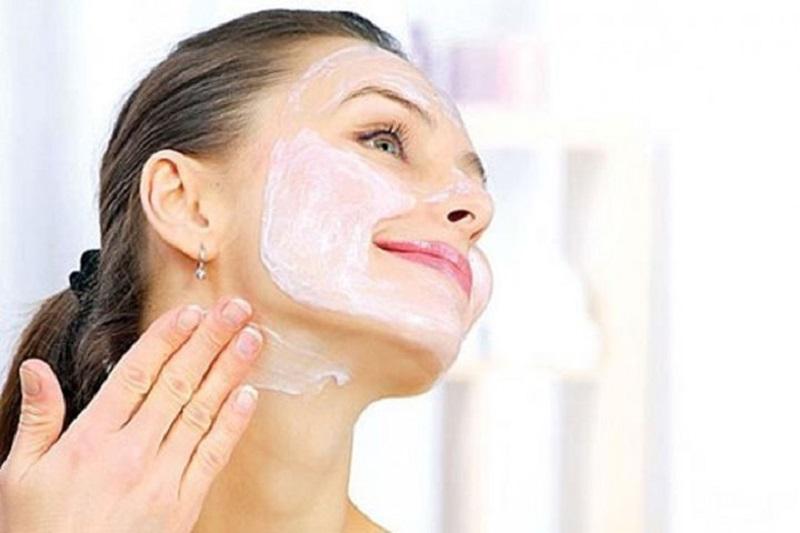Đừng nên bỏ quên vùng da cổ khi chăm sóc da ở tuổi 40