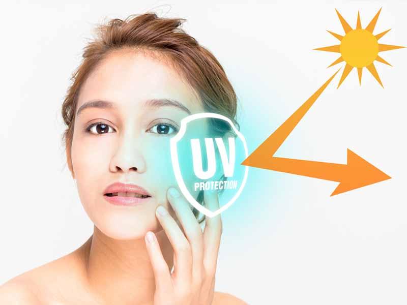 Bạn nên bôi kem chống nắng cho vùng da xung quanh mắt hàng ngày