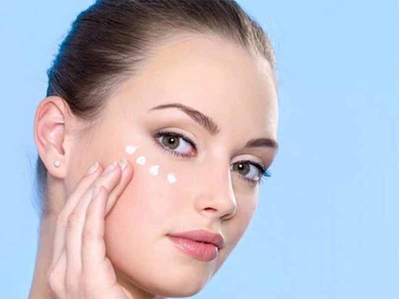 Da vùng mắt cần phải được chăm sóc thật cẩn thận để tránh bị tổn thương