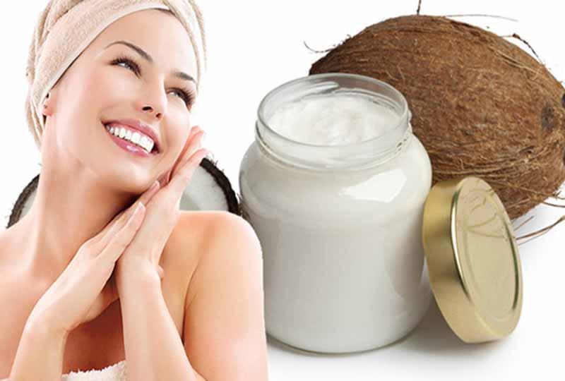 Dưỡng ẩm vùng da dưới cánh tay với dầu dừa nguyên chất
