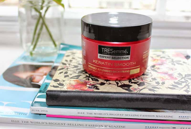 Kem ủ tóc phục hồi tóc TRESemmé Keratin Smooth Deep Treatment Masque.