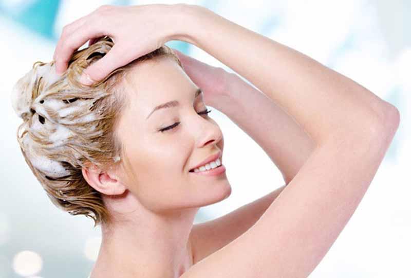 Sau khi nhuộm tóc bạn không nên gội đầu ngay