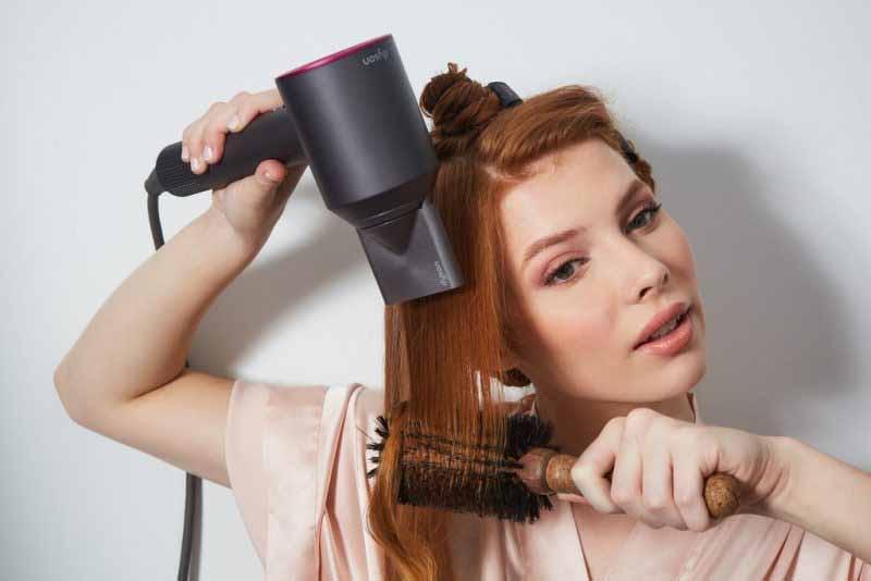 Bạn chỉ nên sấy khô tóc bằng nhiệt trong các trường hợp cần thiết