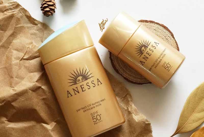 Sản phẩm chăm sóc da mụn - kem chống nắng Anessa Perfect UV Skincare Milk