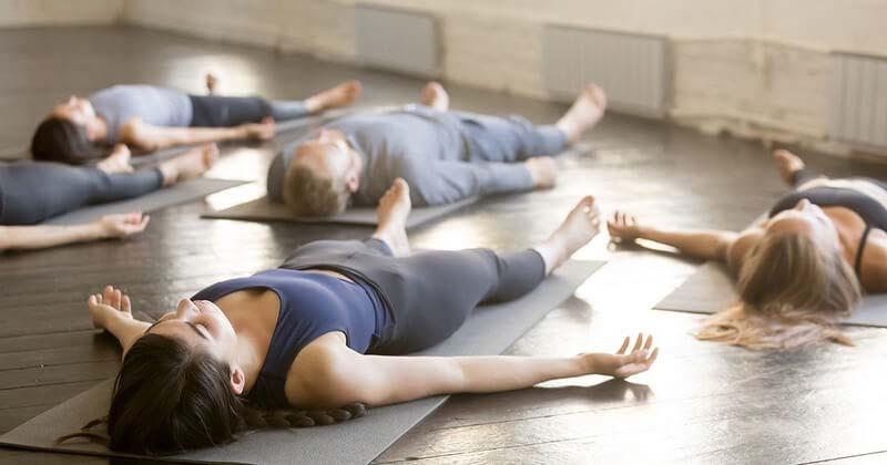 Savasana là tư thế thường được thực hiện cuối cùng và được coi như một dòng chảy yoga