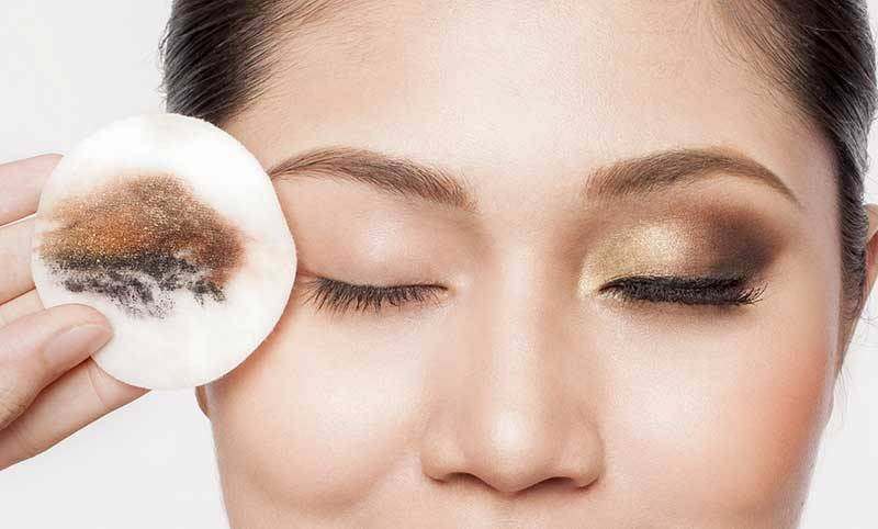 Tẩy trang làm sạch da mặt từ sâu bên trong