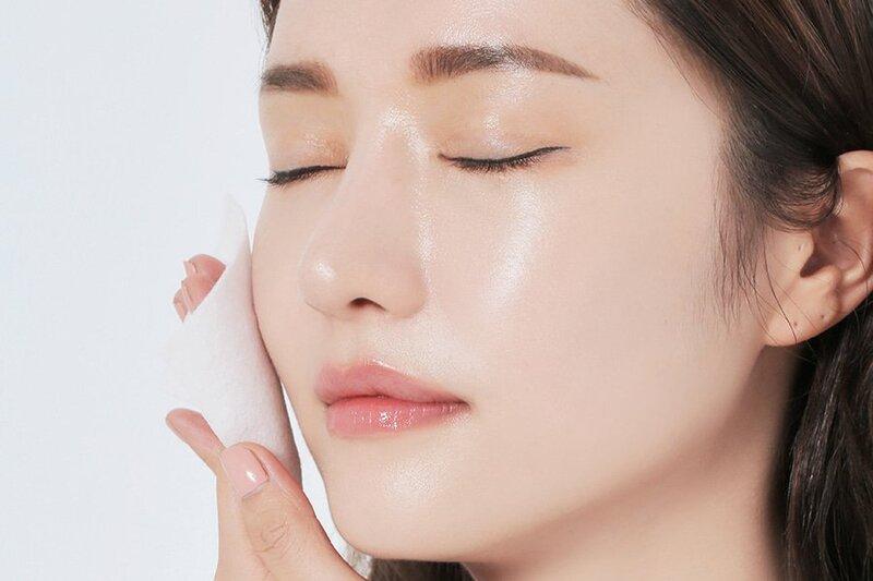 Chăm sóc da mặt cho chị em phụ nữ với việc dưỡng ẩm