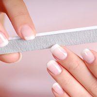 12 cách chăm sóc móng tay yếu ngay tại nhà giúp móng chắc khỏe và cứng cáp hơn