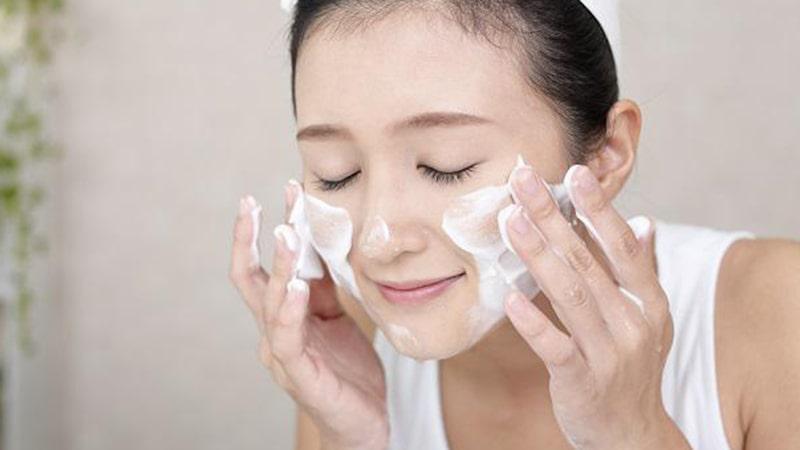 Rửa sạch mặt giúp da khỏe đẹp hơn