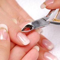 Bỏ túi kinh nghiệm chăm sóc móng tay bị hư tổn tại nhà cho bạn gái