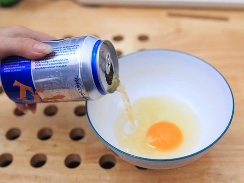 Ủ tóc bằng bia và trứng gà