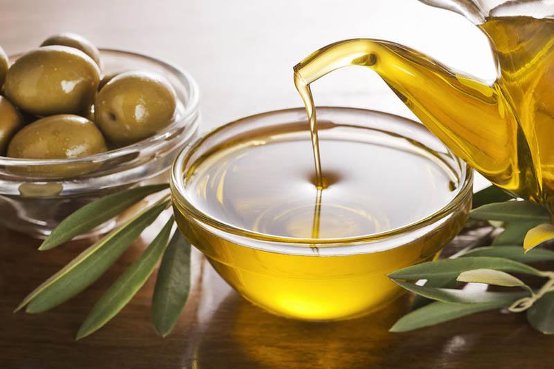 Dưỡng mọc tóc bằng dầu dừa và dầu olive