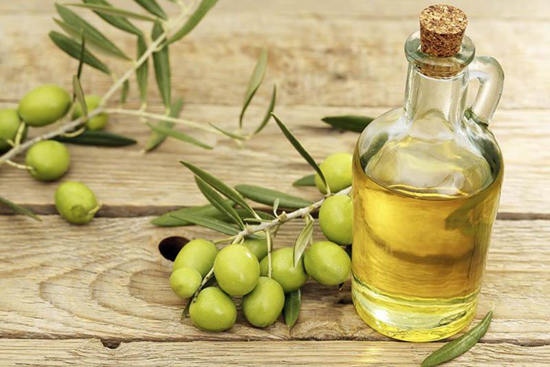 Dầu oliu là nguyên liệu giàu dưỡng chất được dùng trong nấu ăn và chế biến các sản phẩm làm đẹp