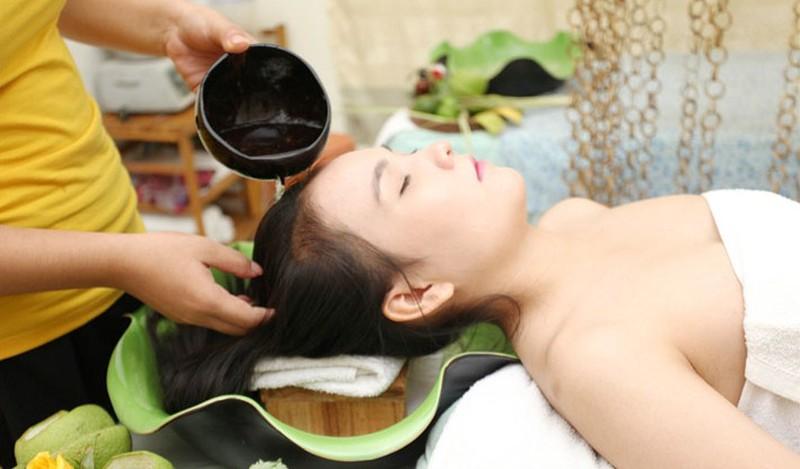 Gội đầu với tần suất hợp lý cũng giúp mái tóc thêm chắc khỏe