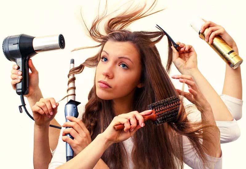 Sấy hay tạo kiểu thường xuyên khiến mái tóc khô sơ chẻ ngọn dần