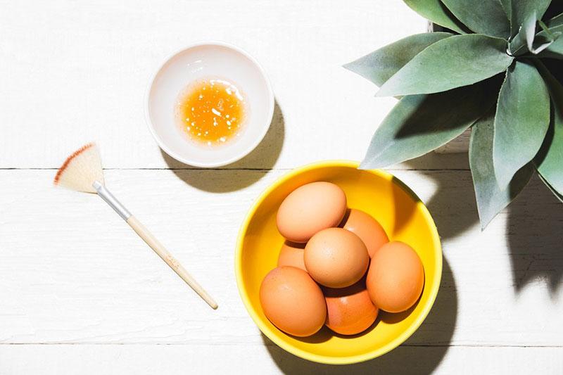 Khi kết hợp trứng, mật ong và sữa chua sẽ giúp chị em có mái tóc chắc khỏe
