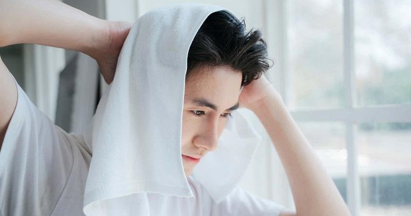 Nam giới cần chọn sản phẩm chăm sóc tóc nam phù hợp với chất tóc của mình