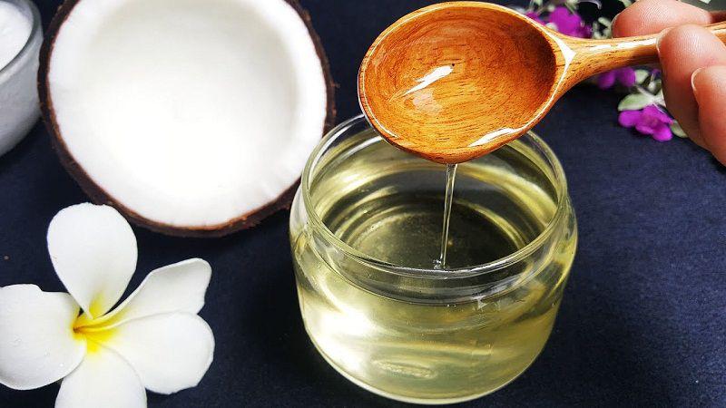Cách chăm sóc tóc rễ tre bằng dầu dừa