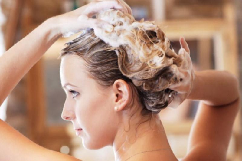 Chọn dầu gội phù hợp với da đầu cũng là một trong những cách chăm sóc tóc hiệu quả