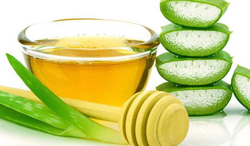 Khi dùng mật ong và lô hội dưỡng tóc, tóc sẽ sạch gàu, loại bỏ bã nhờn cũng như bụi bẩn trên tóc