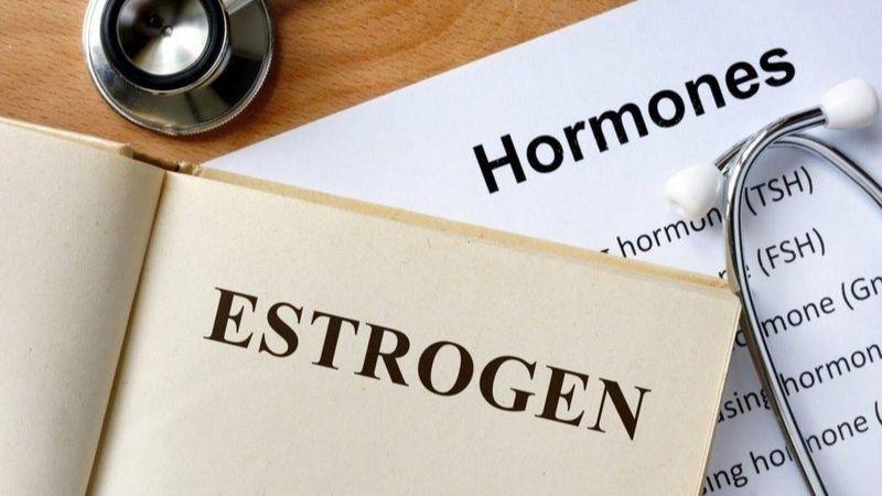 Nội tiết tố suy giảm làm nữ giới dễ bị loãng xương