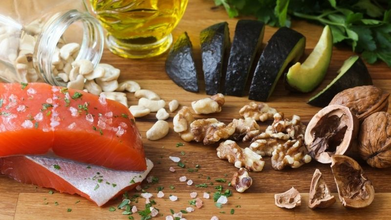 Lựa chọn thực phẩm đúng cách để giảm đau nhức cột sống