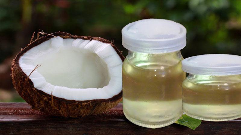 Khi kết hợp dầu dừa và trứng gà sẽ giúp bạn có mái tóc mượt và nhanh dài