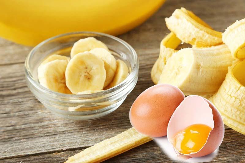 Ủ tóc bằng trứng gà và chuối sẽ giúp mái tóc nhanh dài và mềm mượt hơn