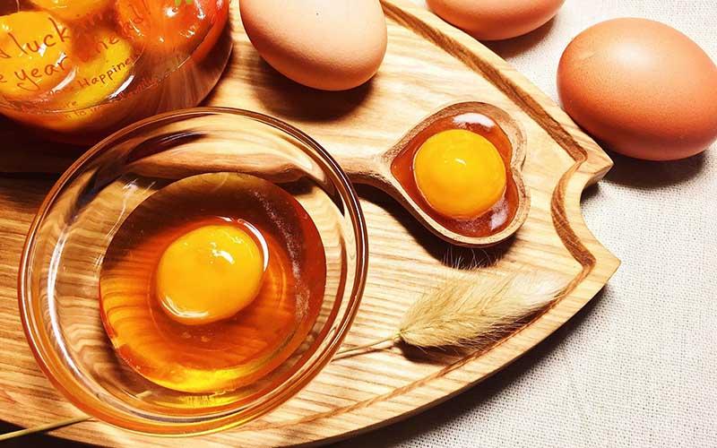 Ủa tóc bằng trứng gà và mật ong được nhiều chị em lựa chọn