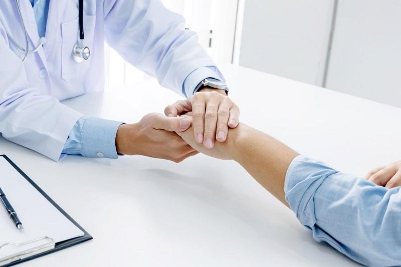 Nam giới cần đến bệnh viện để kiểm tra tình trạng và điều trị xuất tinh sớm một cách tốt nhất