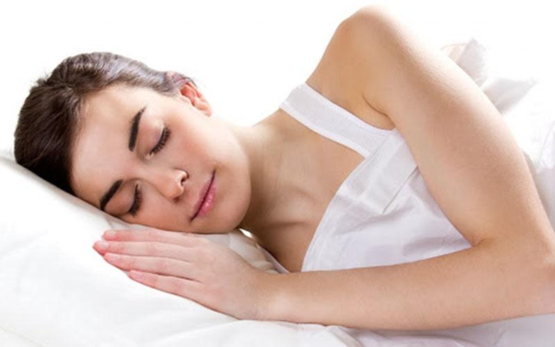 Bấm huyệt giúp thư giãn thần kinh, cơ bắp khiến người bệnh đi vào giấc ngủ dễ dàng hơn