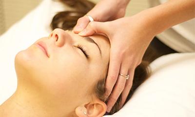Bấm huyệt chữa mất ngủ có hiệu quả không? Gợi ý cách cải thiện giấc ngủ tự nhiên nhanh nhất