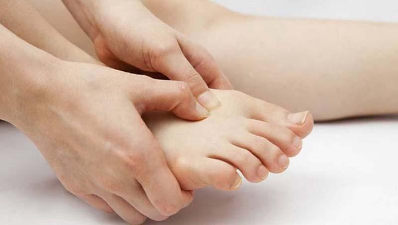 Bấm huyệt đau bao tử - Huyệt Thái Xung