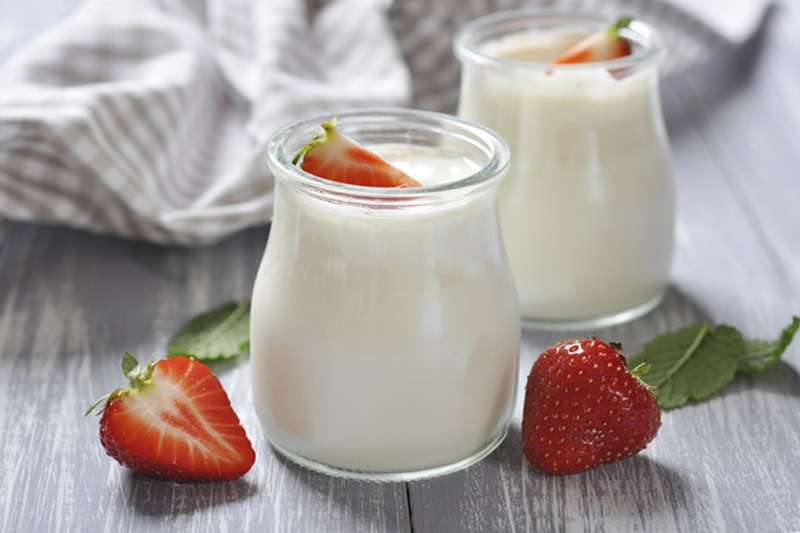 Sữa chua giúp tăng lượng vi sinh tốt, hỗ trợ tiêu hóa.