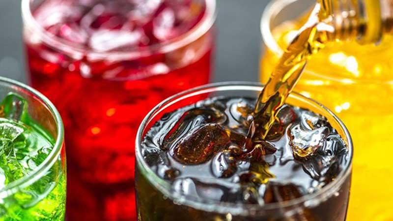 Hạn chế đồ uống có ga, cà phê, rượu bia làm tình trạng mụn diễn biến xấu đi